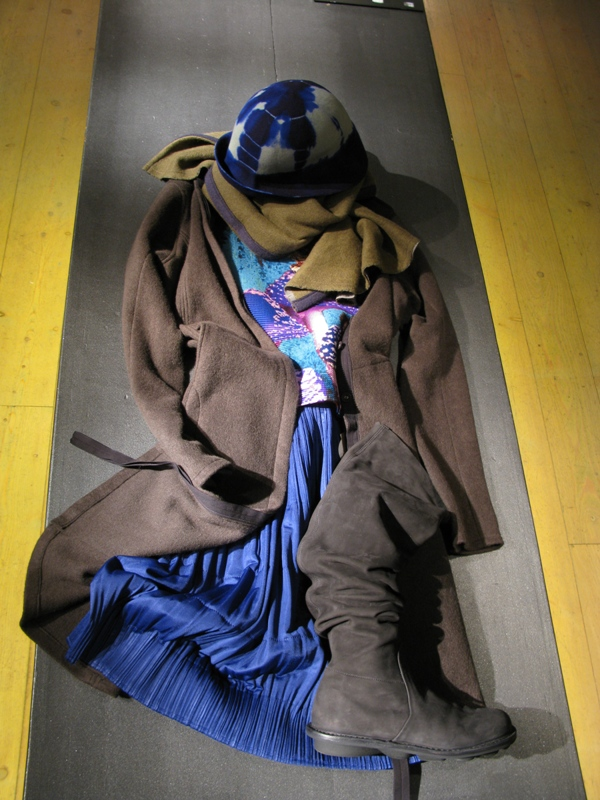 Hat Nafi-scarf and cardigan Volga Volga-t-shirt Cauliflower-skirt Pleats Please-boot Trippen