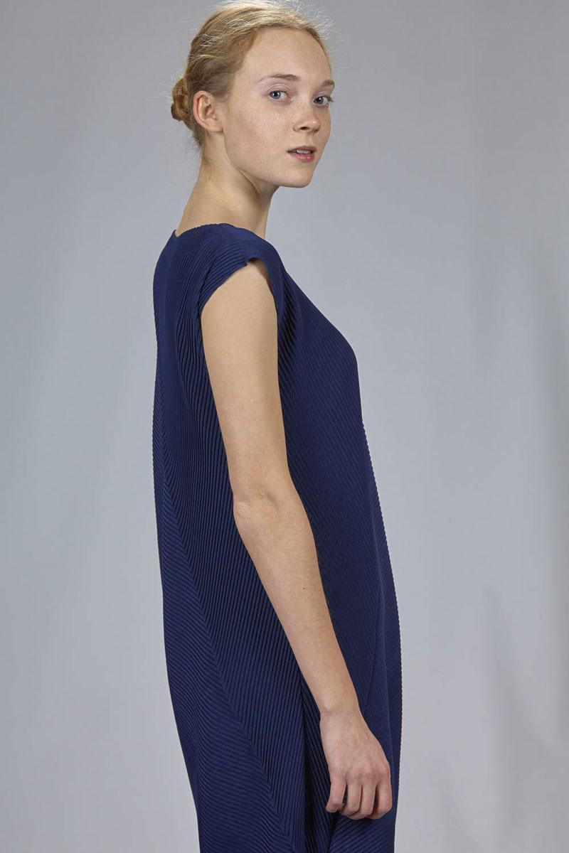 Issey-Miyake-Resort-dress-2