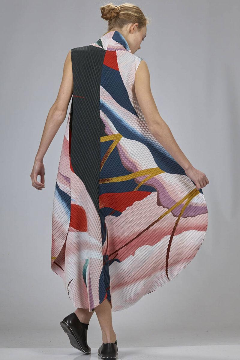 Issey-Miyake-Resort-dress-3